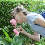 11. Nancy loves roses (1)